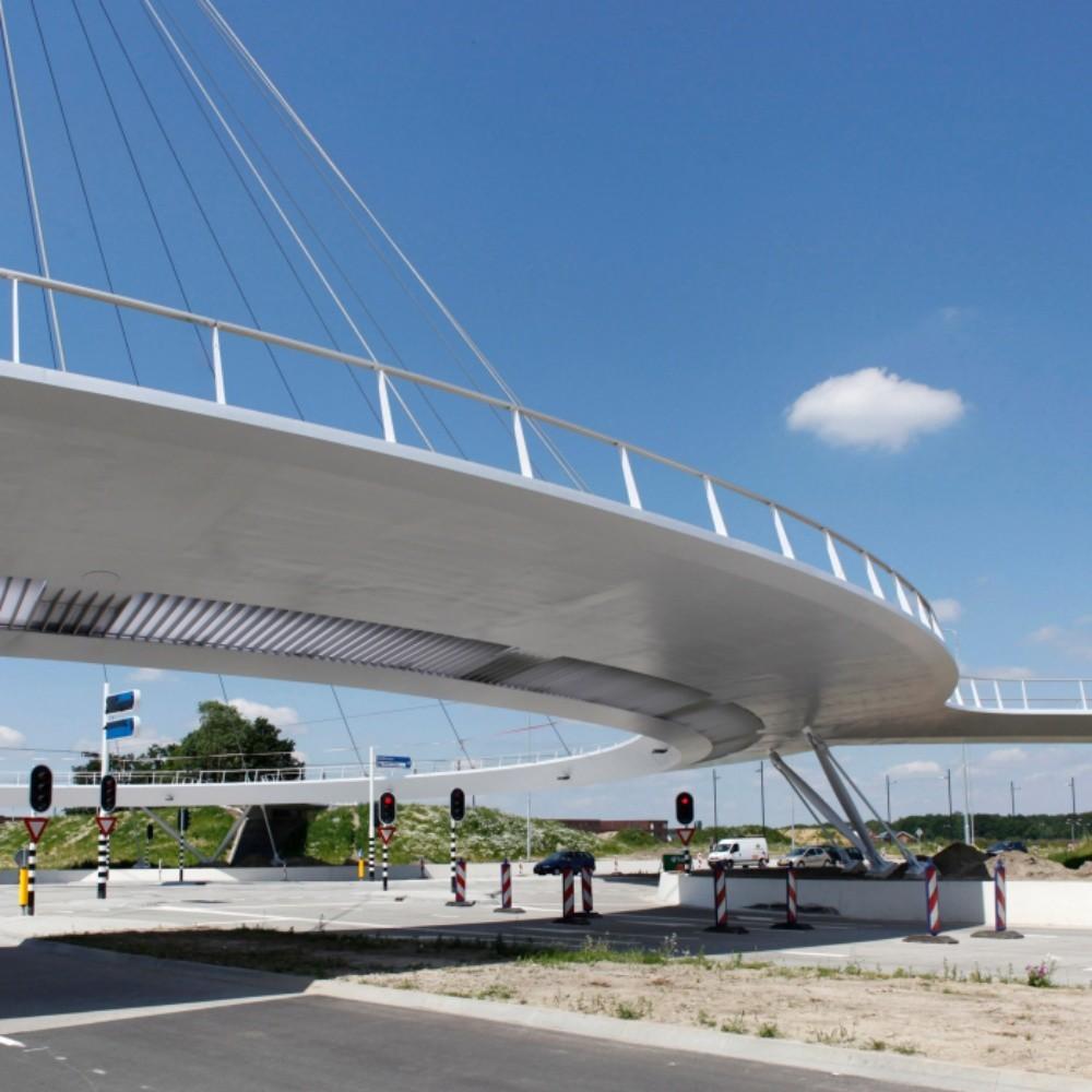 Así funciona el carril bici elevado de Eindhoven, otra muestra del amor de los holandeses por sus bicis