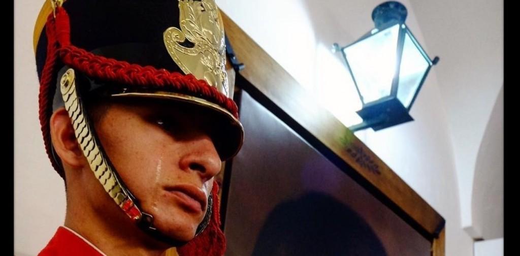 La historia del granadero que lloró de emoción al ver un retrato del General San Martín