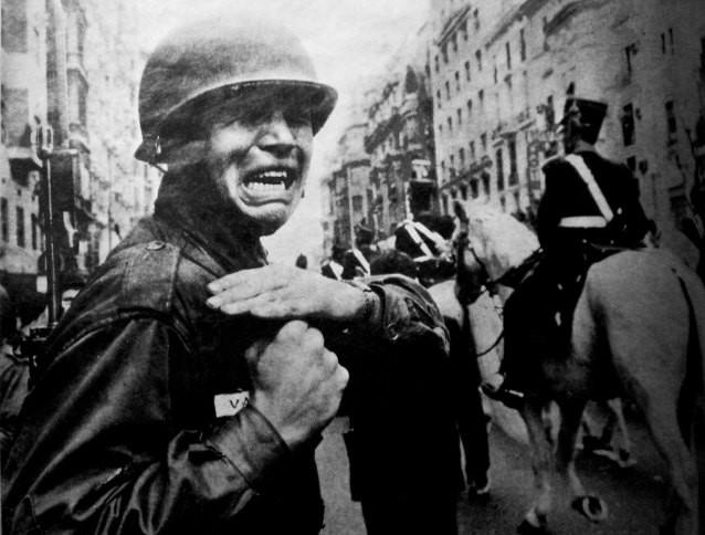 El soldado que lloró ante el paso del féretro: