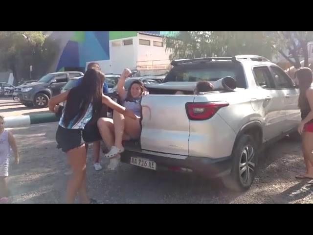 Revuelo en un club de handball por una profesora que llevó más de 10 chicas en su camioneta
