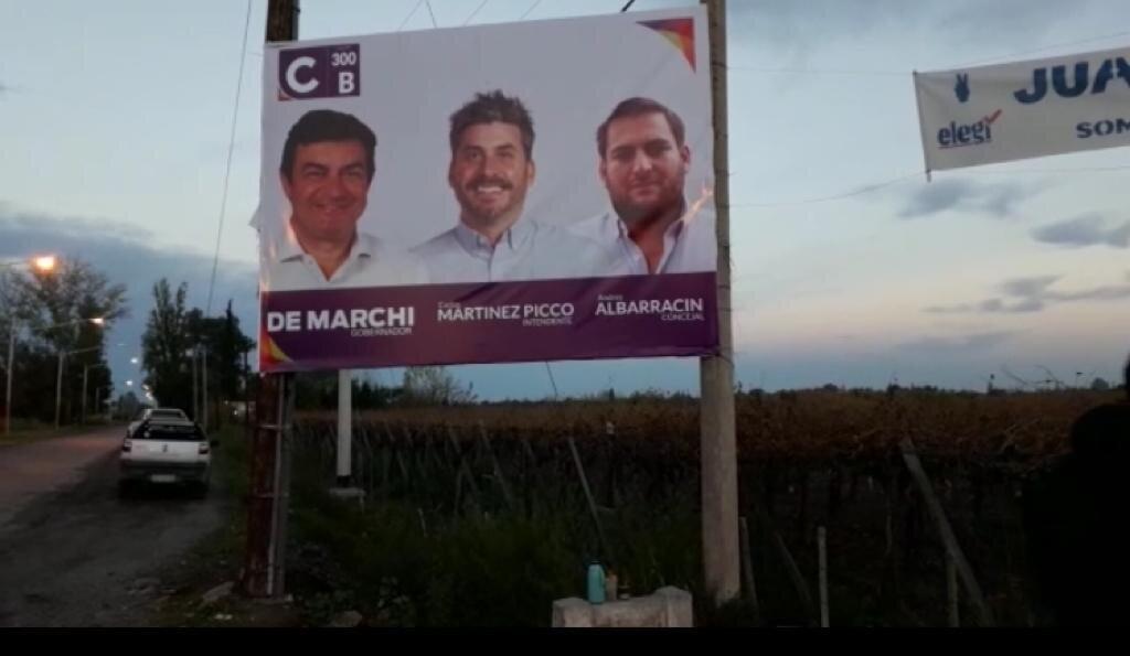 La Lista 300 B  de Rivadavia denuncia la rotura de cartelería de campaña