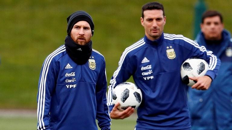 Los detalles de la reunión que mantuvo Lionel Messi con Scaloni en la concentración de la Selección