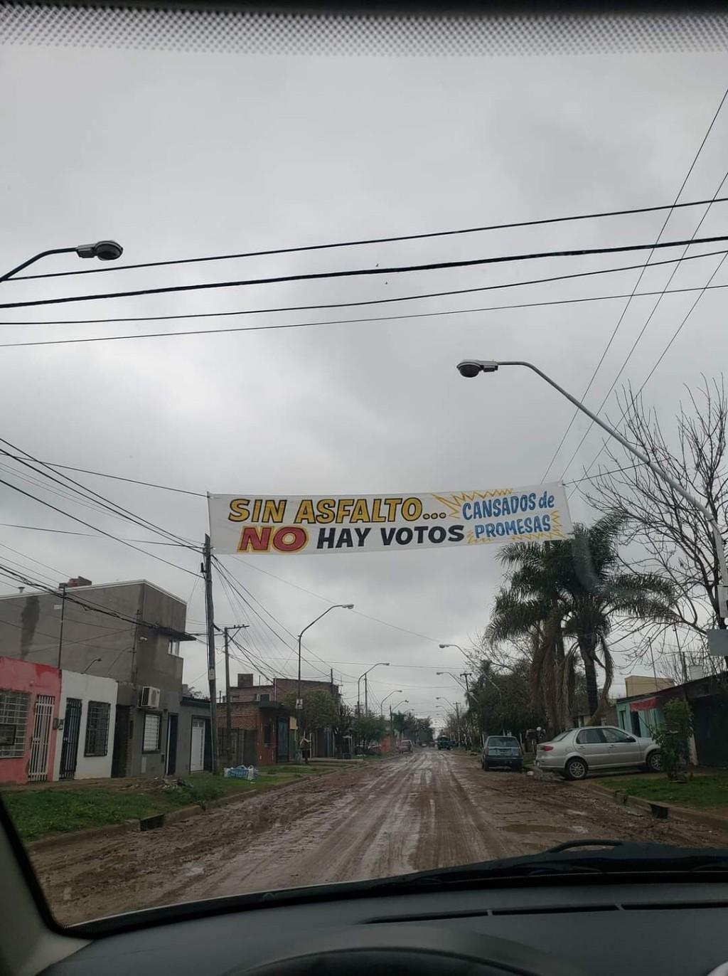 Vecinos del CALLEJON MENACHO llevan décadas solicitando el asfalto.