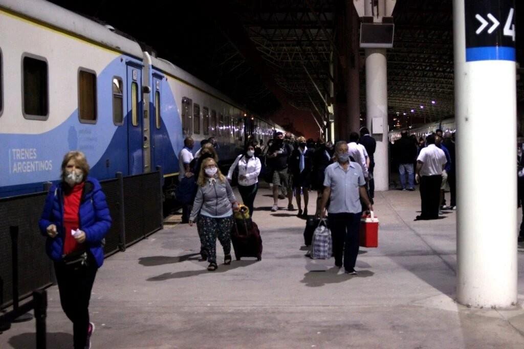 Después de ocho meses, el tren volvió a llegar a Mar del Plata